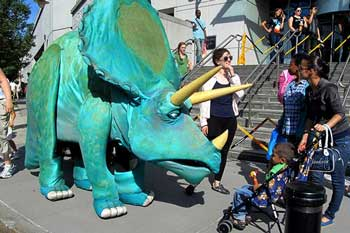 Hudson Vagabond Puppets - Giant Puppet Walk-Arounds for Special Events